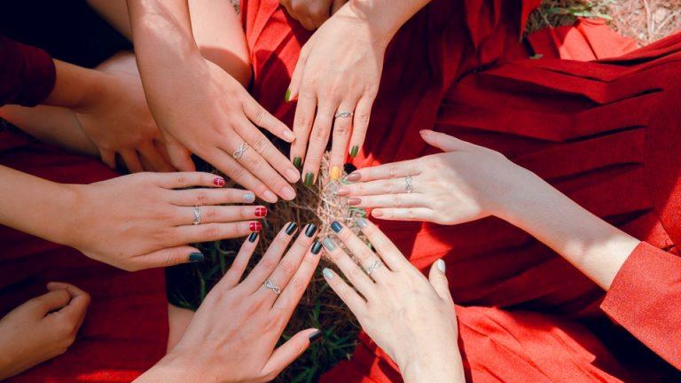 Czy warto stosować odżywki do paznokci?